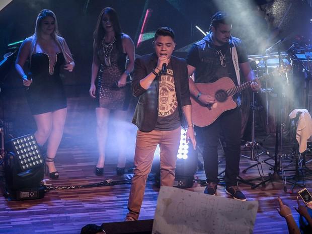 Felipe Araújo, irmão de Cristiano Araújo, em show em São Paulo (Foto: Francisco Cepeda/ Ag. News)