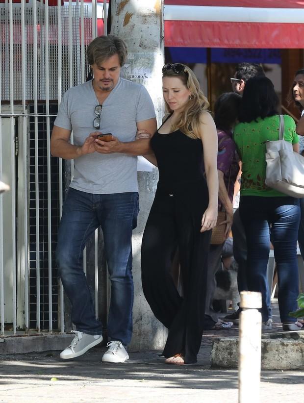 Edson Celulari e namorada (Foto: Agnews)