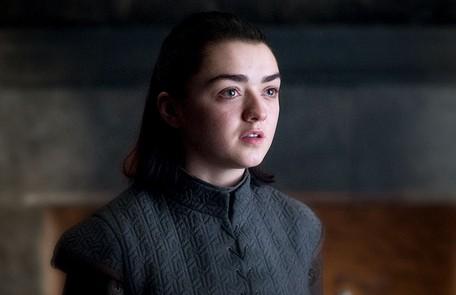 Arya poderá usar o rosto de Mindinho para matar Cersei. Como ele era conhecido por sempre mudar de lado, a vilã não desconfiaria e aceitaria a aproximação. Outra teoria explica que Arya vai matar Tyrion ou Jamie para usar um rosto e assassinar a rival HBO