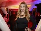 Fernanda esclarece arremate de vestido famoso: 'Nem caberia em mim'