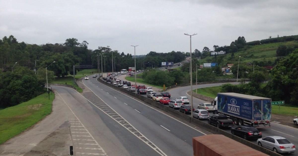 Filas atingem cerca de 20 km em alguns trechos das rodovias de SC - Globo.com