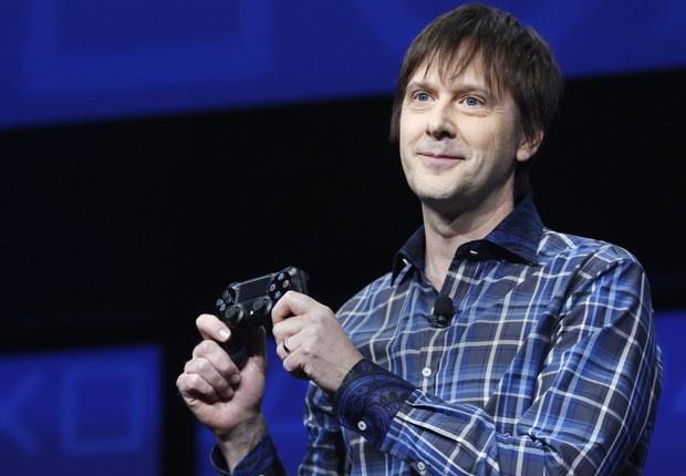 Controle para PS4 tem touchpad frontal, sensor de movimentos e botão para compartilhamento de conteúdo. (Foto: Reuters)
