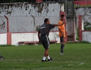 Roberval comandou atividade ofensiva, antes do jogo contra o Cuiabá (Foto: Henrique Pereira/ Globoesporte.com)