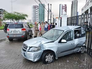 Acidente de trânsito no Bessa deixa uma morta (Foto: Walter Paparazzo/G1)