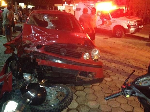 Acidente que matou duas pessoas na noite de quinta (21) foi em Ilhota (Foto: Edivaldo Dondossola/RBS TV)