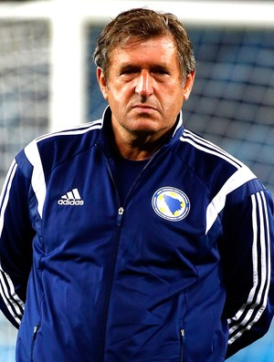 Safet Susic no treino da Bósnia (Foto: Reuters)