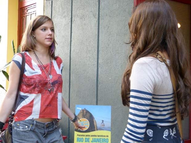Lia pressiona Luana para falar a verdade  (Foto: Malhação / TV Globo)