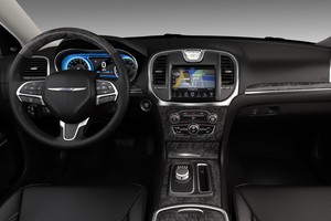 Chrysler 300C 2015 (Foto: Divulgação)