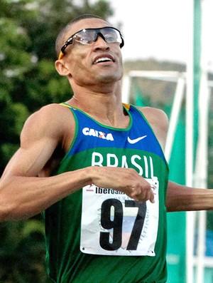 Leandro Prates nos 1.500m do Ibero-Americano (Foto: Loel Henriquez / Cbat)