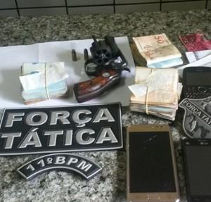 Jogador do Altos é preso suspeito de assaltar R$ 13 mil (Foto: Divulgação/PM )