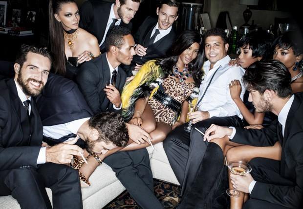 Naomi posa com Ronaldo e outros modelos (Foto: Reprodução)