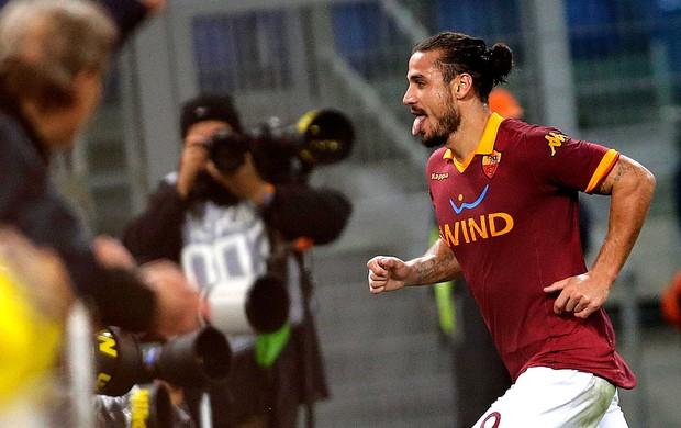 Pablo Osvaldo comemora gol do Roma sobre o Palermo (Foto: Reuters)