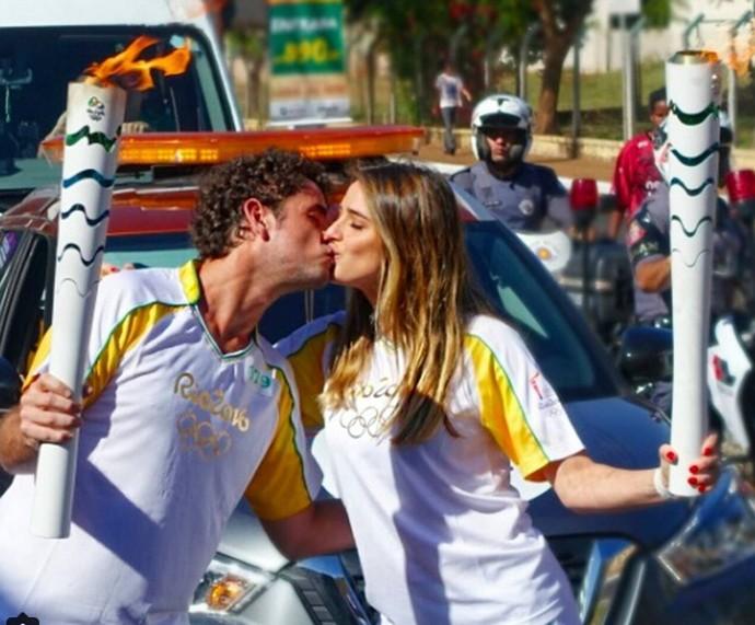 Rafa Brites e Felipe Andreoli carregam a Tocha Olímpica (Foto: Arquivo Pessoal)