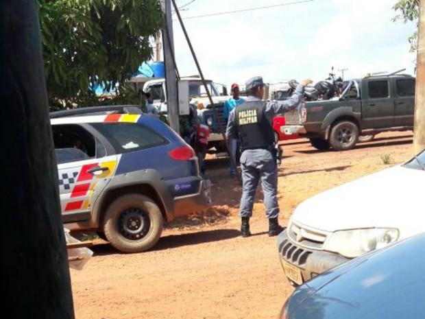 Polícia Militar tenta evitar conflito entre fazendeiros e sem-terra (Foto: Arquivo pessoal)
