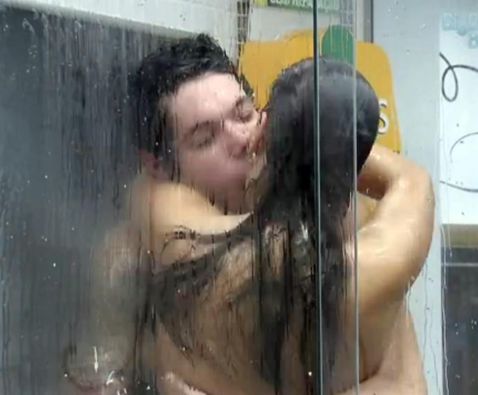 Nasser e Andressa trocaram muitos beijos e namoram até hoje  (Foto: Gshow)