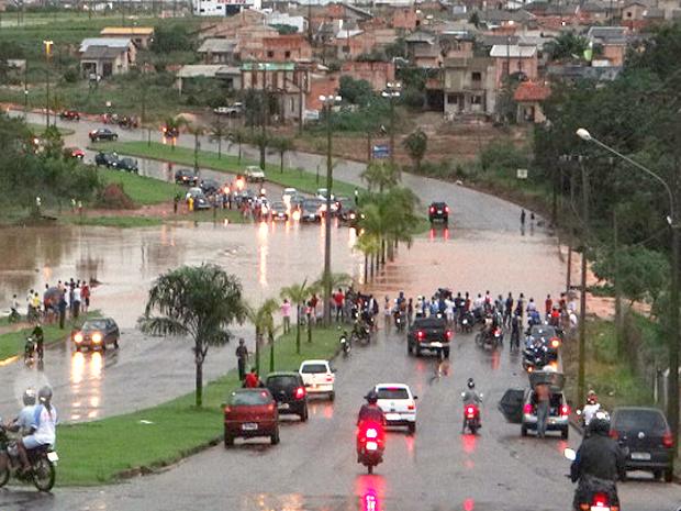 G1 - Chuvas deixam avenidas alagadas em município do norte de Mato ... 578da2e285421