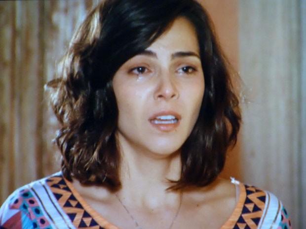 Mila conta para Natália que Reinaldo não quer que ela more em São Paulo com ele (Foto: Flor do Caribe / TV Globo)