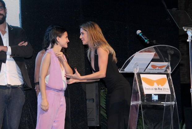 Bianca Comparato e Deborah Secco em prêmio de cinema no Rio (Foto: Felipe Assumpção e Alex Palarea/ Ag. News)