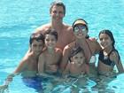 Márcio Garcia se diverte com a família na Disney