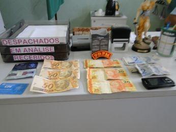 Homem é preso e adolescente apreendido com notas falsas em SE (Foto: Divulgação/PM-SE)
