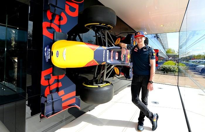 BLOG: Max Verstappen e a primeira visita à RBR