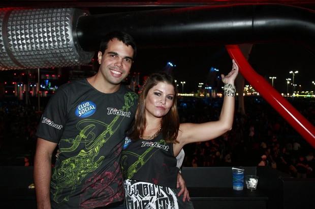 Bárbara Borges e marido (Foto: Isac Luz / EGO)