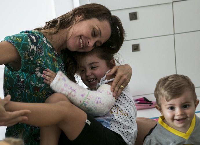 Olha a alegria dos três no cantinho onde ficam os brinquedos  (Foto: Inácio Moraes/Gshow)
