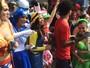 Fãs de cinema se vestem como seus personagens favoritos no carnaval