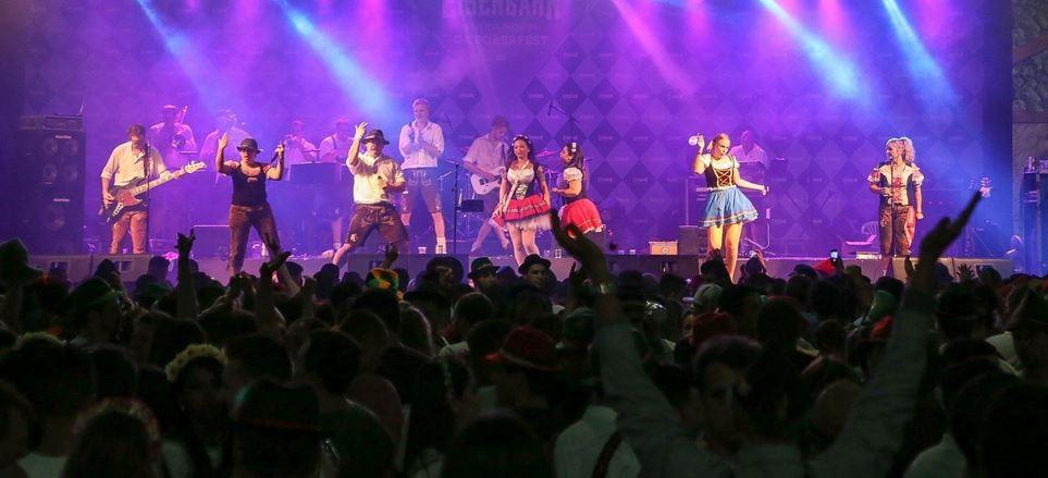 Bandas animaram o público no Parque Vila Germânica no fim de semana (Foto: Oktoberfest/Divulgação)