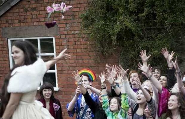 Alguns consideraram o casamento narcisista, mas cerca de 50 pessoa foram à festa (Foto: Amy Grubb/BBC)