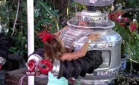 André Marques veste fantasia de robô da Portela