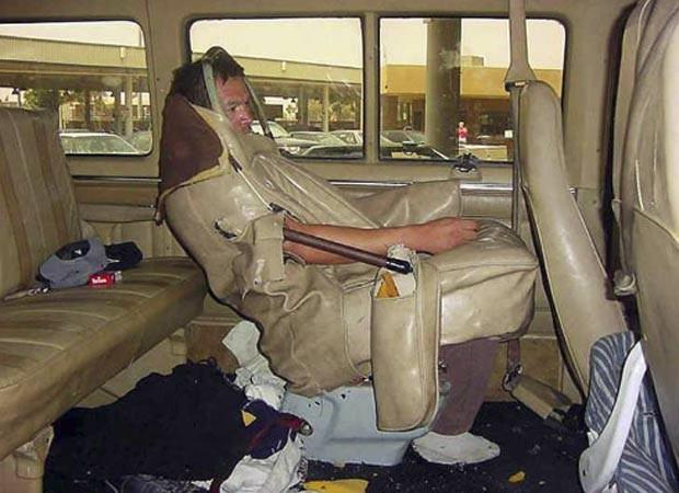 Em 2006, agentes da imigração americana encontraram homem escondido no estofamento de um assento de van.  (Foto: Reprodução/BCP)