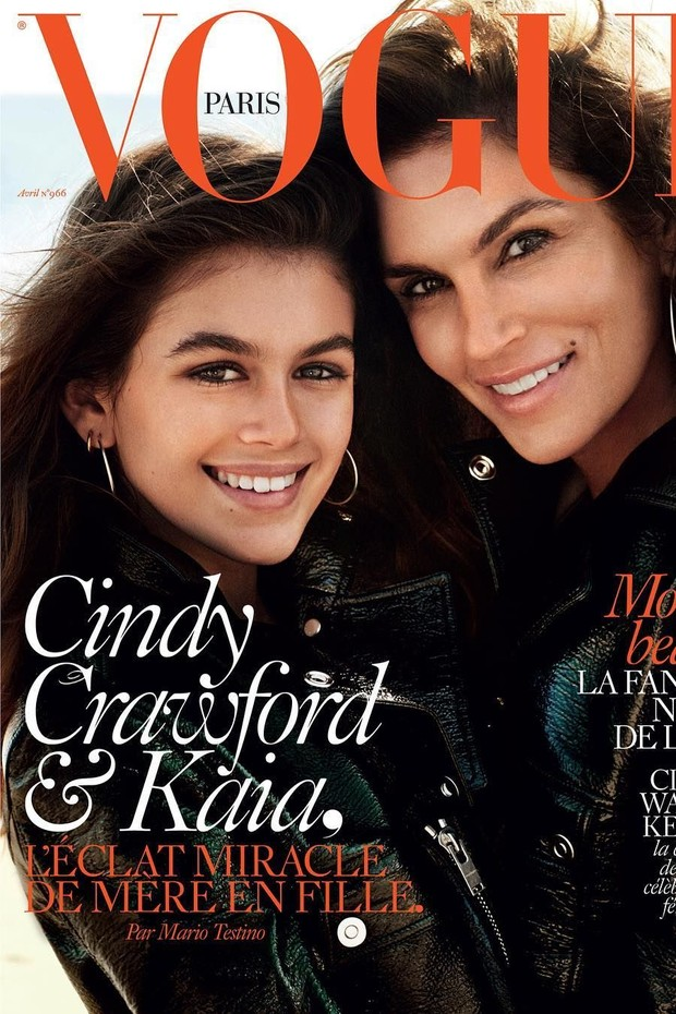Cindy Crawford e a filha, Kaia Gerber, na capa da Vogue Paris (Foto: Reprodução)