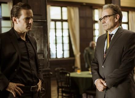 A pedido de Alice, Vitor tenta convencer Amaral a liberar Gustavo