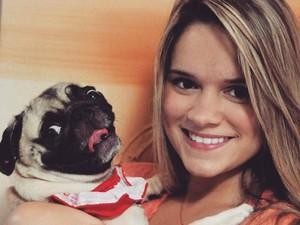 A estudante de medicina Natália Abreu procurou uma dermatologista para cuidar da sua pug, Cléo. (Foto: Arquivo Pessoal/ Natália Abreu Araújo)