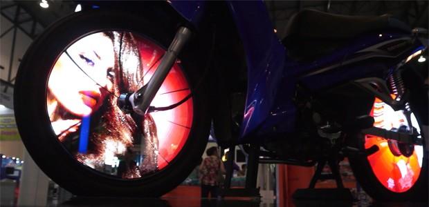 Tecnologia promete mostrar vídeos em rodas de motos (Foto: Daniel Luongo Gomes/Vc no AutoEsporte)