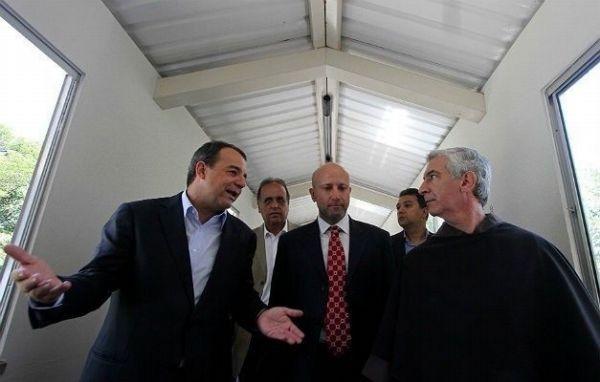 Na inauguração do CET, Sérgio Cabral, Sérgio Côrtes e frei Francisco