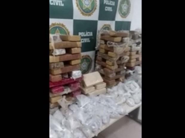 Drogas apreendidas em operação para achar Fat Family (Foto: Reprodução/Globo)