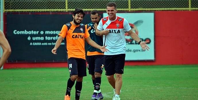 Treino do Vitória; Vagner Mancini; Tiago Real (Foto: Francisco Galvão/EC Vitória/ Divulgação)