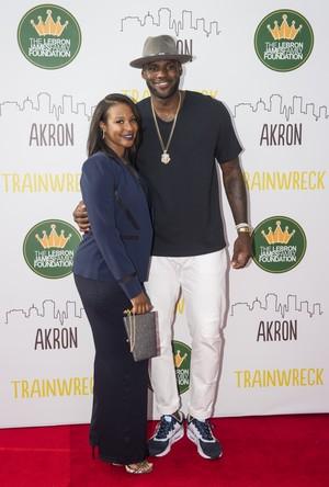 LeBron com a mulher Savannah (Foto: Phil Long/Invision/AP)
