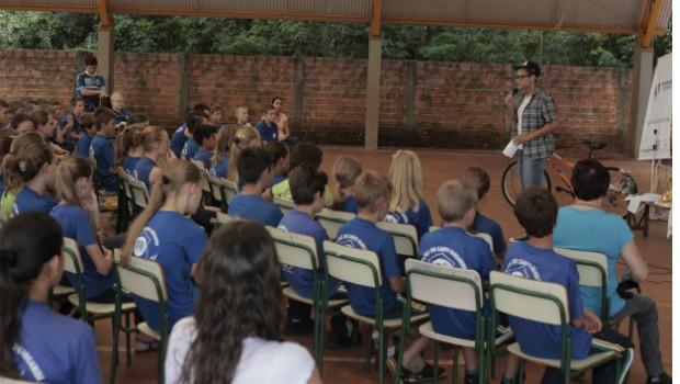Premiações aconteceram nas escolas dos vencedores (Foto: Divulgação/RPC TV)