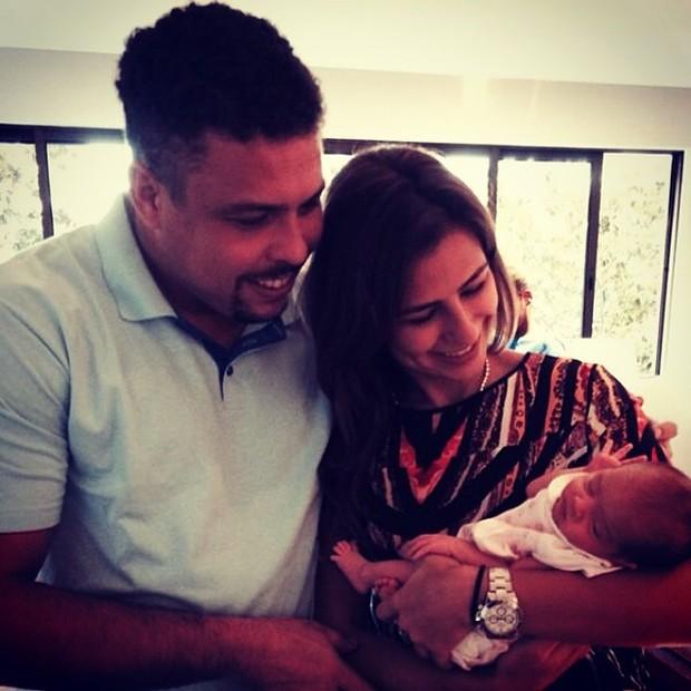 Ronaldo, Paula Morais e a afilhada (Foto: Instagram / Reprodução)