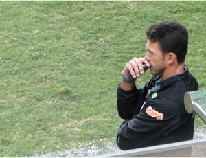 Milagres estreia mal no comando do América-MG (Foto: Fernando Martins / Globoesporte.com)