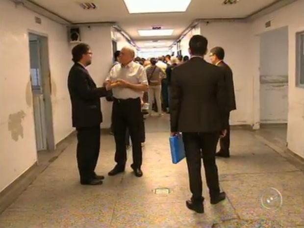 Comissão percorreu alas do Hospital Mental e conversou com pacientes (Foto: Reprodução/TV TEM)