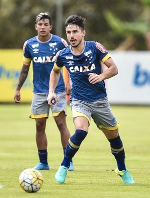 Willian; Gino; Romero; Cruzeiro (Foto: Pedro Vilela/Light Press)