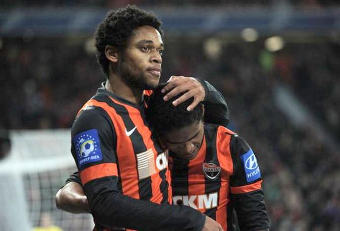 Luiz Adriano e Douglas Santos, Shakhtar (Foto: Reprodução / Facebook)
