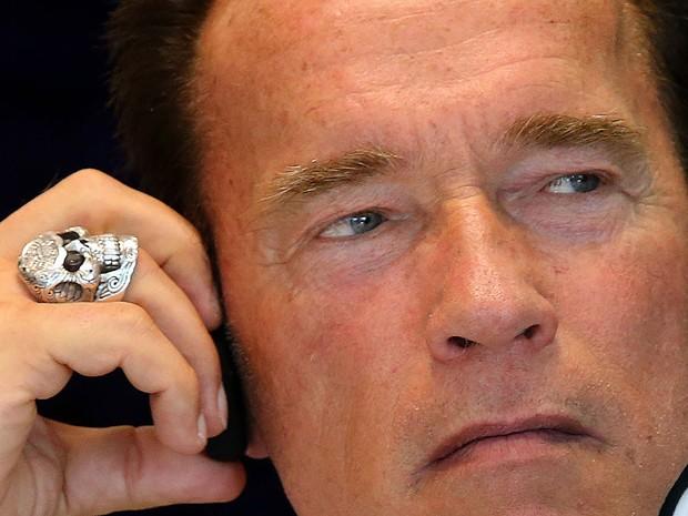 Em visita ao Rio de Janeiro para participar da feira multiesportiva que leva o seu nome (Arnold Classic Brasil 2013), o ator Arnold Schwarzenegger exibe um anel que lembra caveira de metal de 'O exterminador do futuro', série de filmes estrelada por ele. (Foto: Fabio Motta/Estadão Conteúdo)