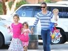 Jennifer Garner curte dia de sol com os filhos