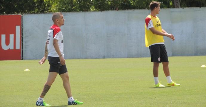 D'Alessandro Bertotto Inter (Foto: Tomás Hammes / GloboEsporte.com)