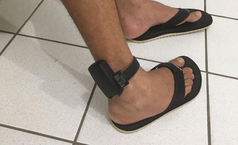 Homem era foragido do presídio de Mongaguá e estava com tornozeleira eletrônica (Foto: Polícia Militar/Divulgação)